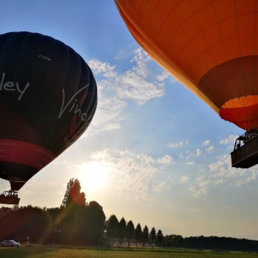décollage de deux montgolfière sur les châteaux de la loire