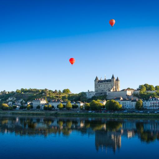 deux montgolfière sur saumur et la Loire