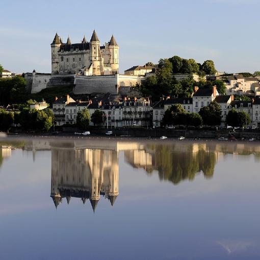 château de saumur en reflet sur la loire