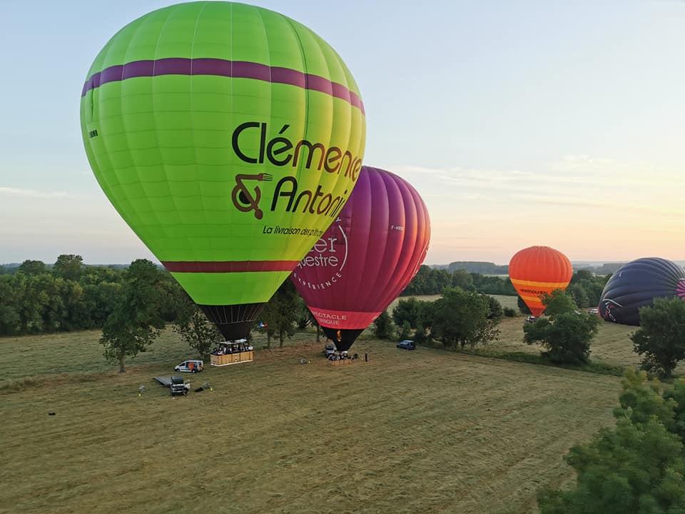 envol de montgolfières publicitaires