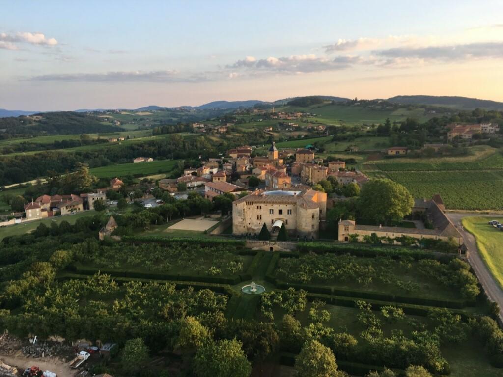 Château de Bourgogne vu du ciel