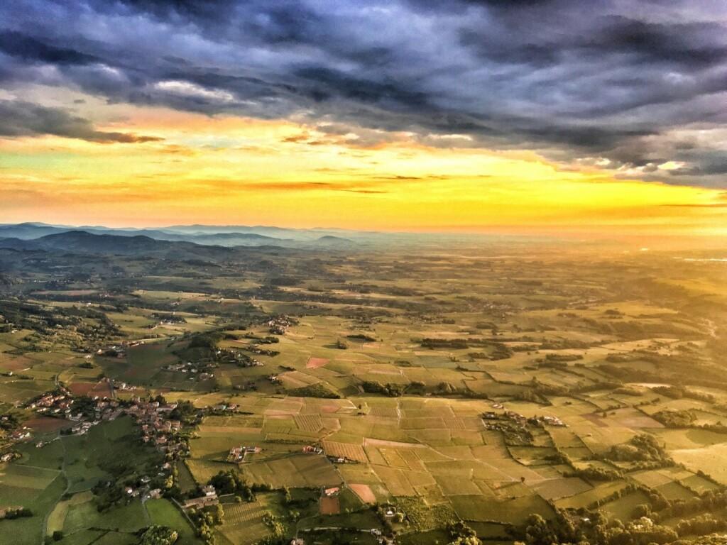 Paysage de Bourgogne vu d'une montgolfière